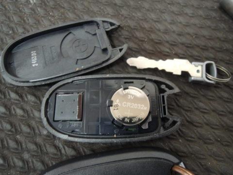 スズキ車のキーレス電池交換