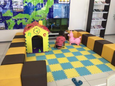 ビッグモーター店内子供スペース