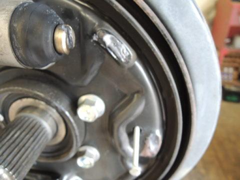 バックプレートにブレーキプロテクター塗布